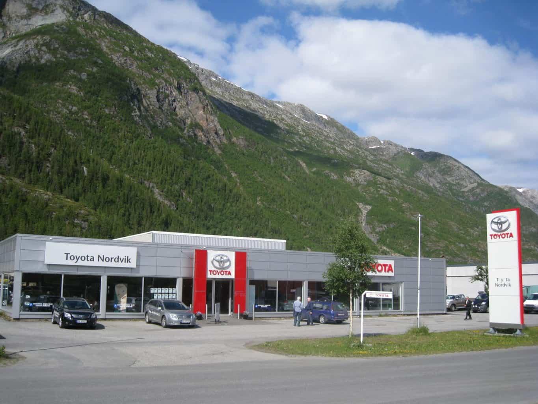 Fasade av Toyota forhandleren Nordvik i Mosjøen