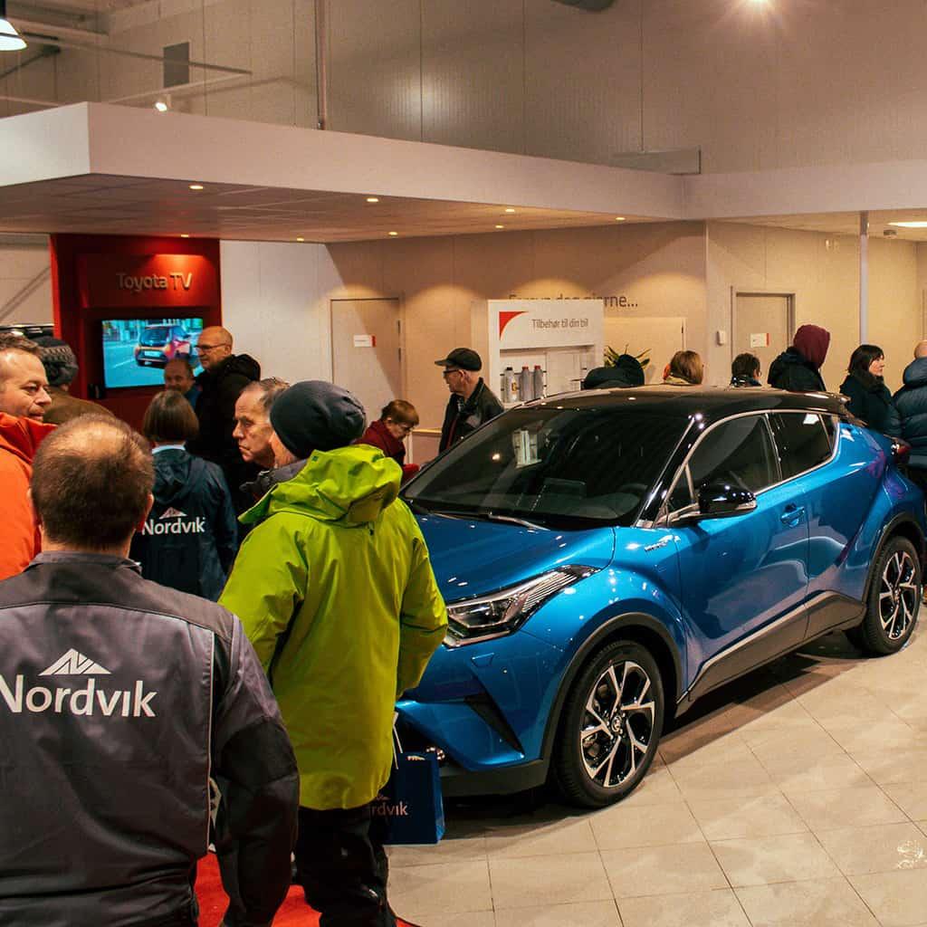 Bilder av besøkende under åpningsfesten til nye Nordvik Brønnøysund