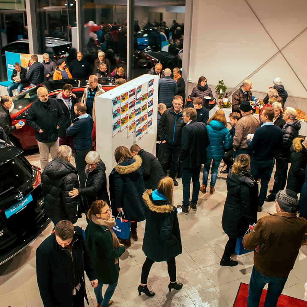 Bilder av besøkende under åpningsfesten til nye Nordvik Brønnøysund 22. januar 2019